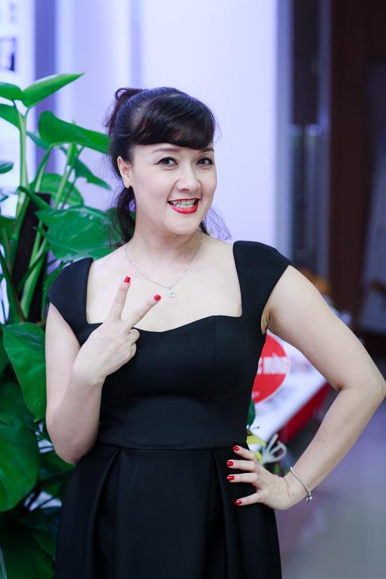 Nghệ sĩ Vân Dung là một trong những khách mời tới chúc mừng Thành Trung đầu tiên.