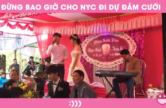 Dắt cô dâu lên sân khấu…