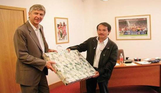 Bầu Đức từng gây chấn động bóng đá Việt Nam khi bắt tay hợp tác với Arsenal để mở học viện, đặt nền móng cho lứa cầu thủ tài năng của U23 Việt Nam sau này.