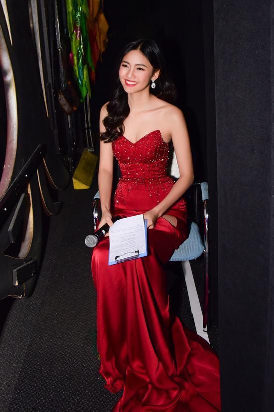 Thanh Tú cũng là người đẹp có phong cách thời trang thảm đỏ sự kiện khá nổi bật. Những thiết kế xẻ đùi tôn dáng thường xuyên được chân dài trưng dụng mỗi khi dự sự kiện.