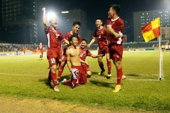 U19 Việt Nam ăn mừng bàn thắng vào lưới U19 Thái Lan. Ảnh: TNO