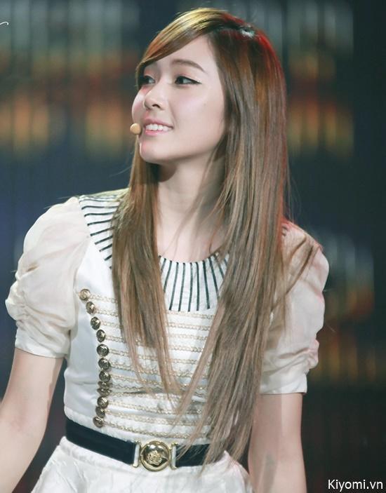 Cô nàng Jessica tóc vàng.