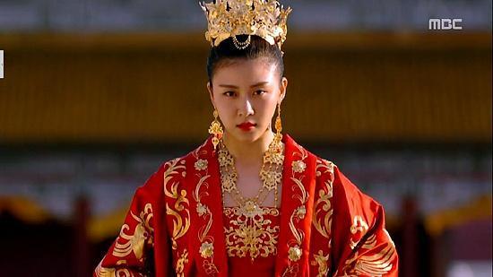 Sự lạnh lùng của Hoàng hậu Ki (Nguồn ảnh: MBC)