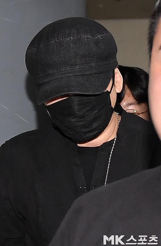 Yang Hyun Suk rời đồn cảnh sát sau 9 tiếng thẩm vấn ảnh 9