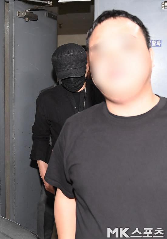 Yang Hyun Suk rời đồn cảnh sát sau 9 tiếng thẩm vấn ảnh 4