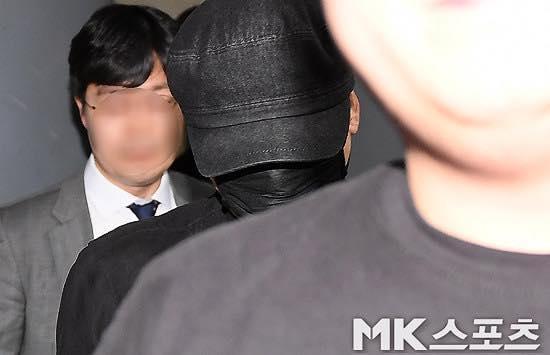 Yang Hyun Suk rời đồn cảnh sát sau 9 tiếng thẩm vấn ảnh 3