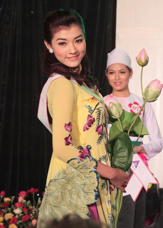 """Chân dài từng tham gia """"Hoa hậu các dân tộc Việt Nam 2011"""" và vào vòng chung kết."""