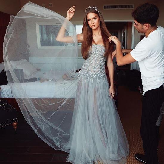 Đặc biệt, các tín đồ thời trang nhanh chóng nhận ra, bộ cánh này hóa ra từng được thiên thần nội y Victoria's Secret - Josephine Skriver chưng diện trước đó.