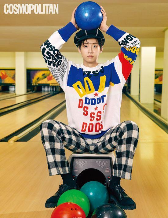"""Lee Jin Hyuk trên tập chí Cosmopolitan. Cậu thu hút sự nổi tiếng thông qua chương trình """"Produce X 101"""" đài Mnet."""