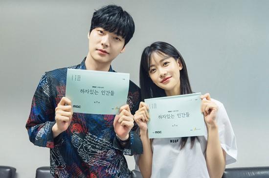 Ahn Jae Hyun và Oh Yeon Seo.