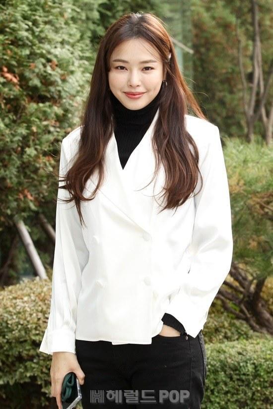 Hoa hậu kiêm diễn viên Lee Honey.