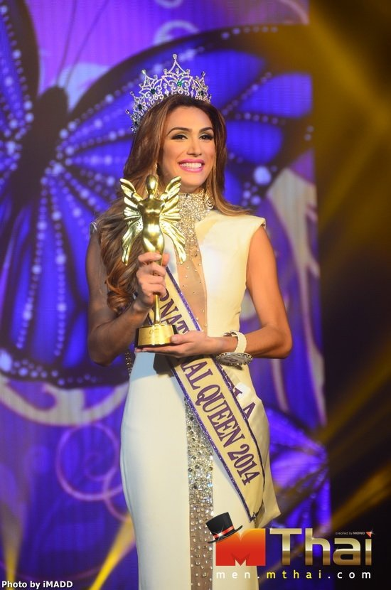 Ít ai ngờ rằng cũng tầm một tiếng đồng hồ sau cô lại được xướng tên cho ngôi vị Hoa hậu chuyển giới Quốc tế 2014.