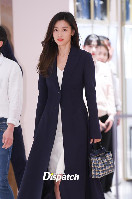 Jang Won Young (IZ*ONE) gây sốt với body gợi cảm ở tuổi 15, Knet: Bản nữ Cha Eun Woo, hậu duệ Jeon Ji Hyun! ảnh 18
