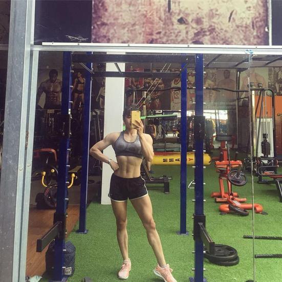 Từ năm 18 tuổi, cô gái quê Đồng Nai đã bắt đầu tập thể hình. Lúc đó, 9X chỉ mong mình đạt được trọng lượng cơ thể phù hợp. Tuy nhiên, sau đó, cô dần bị môn thể thao này cuốn hút.