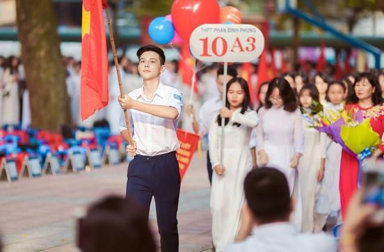 Một buổi lễ khai giảng ở trường THPT Phan Đình Phùng. Ảnh: Jan 21 ST.