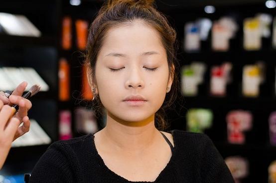 Bị chụp lén mặt mộc hoàn toàn: Thủy Tiên, Lan Ngọc khiến nhiều người ngỡ ngàng vì nhan sắc thực sự ảnh 12