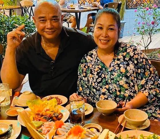 NSND Hồng Vân khoe quà Valentine do ông xã Lê Tuấn Anh tặng chính là những món ăn mà cô yêu thích gồm bánh ít, ngô luộc