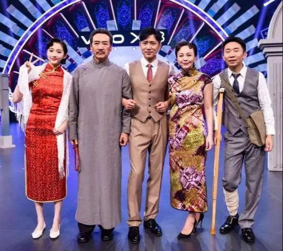 Trước đó, 'Vương Bài Đối Vương Bài' cũng có mời các dàn diễn viên phụ
