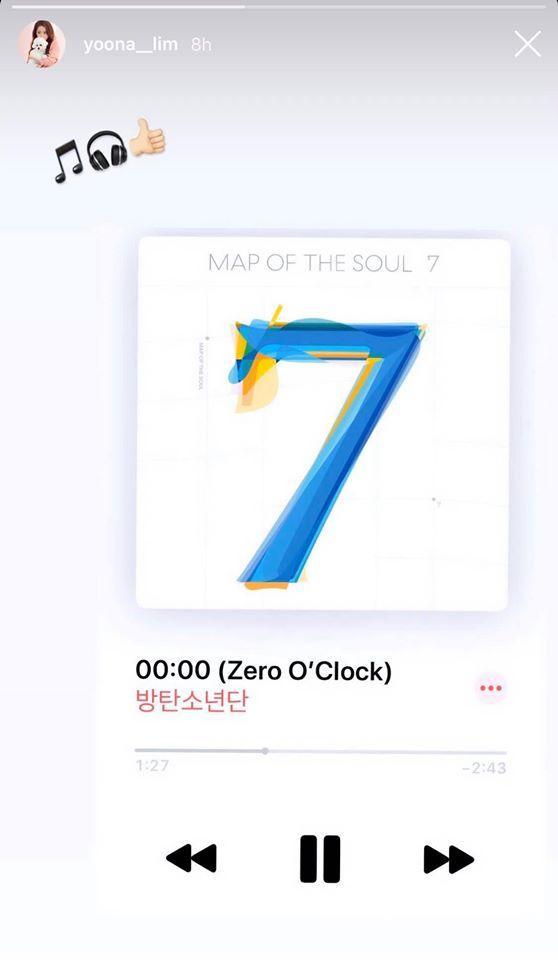 Yoona khoe ảnh đang nghe ca khúc 00:00 của BTS.