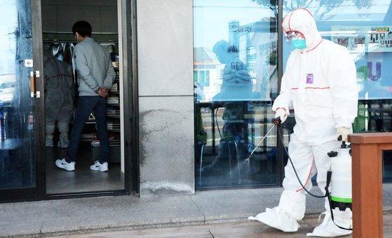 833 người nhiễm COVID-19, loạt sao Hàn hủy lịch trình, Knet: Xin hãy cứu chúng tôi! ảnh 14