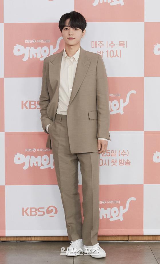 Shin Ye Eun tình tứ bên L (Infinite) tại họp báo phim giả tưởng chàng mèo hóa người ảnh 8