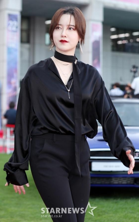 Thảm đỏ LHP Bucheon: Đọ sắc cùng loạt mỹ nhân vô danh khoe ngực, Goo Hye Sun  Lim Ji Yeon vẫn tỏa sáng ảnh 1