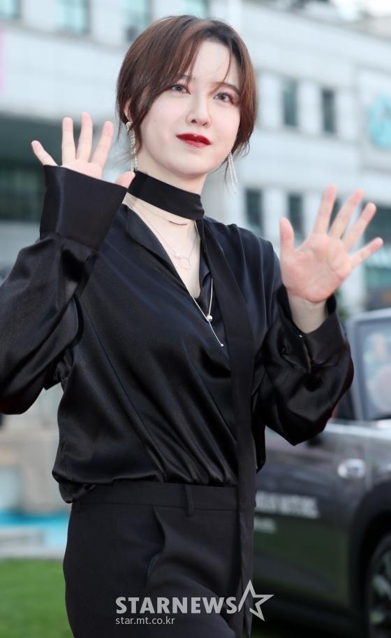 Thảm đỏ LHP Bucheon: Đọ sắc cùng loạt mỹ nhân vô danh khoe ngực, Goo Hye Sun  Lim Ji Yeon vẫn tỏa sáng ảnh 2