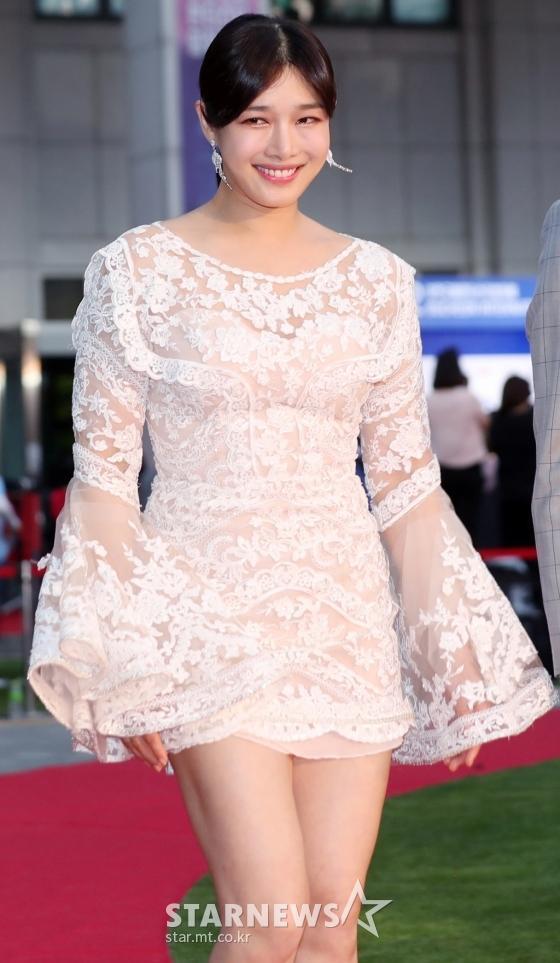 Thảm đỏ LHP Bucheon: Đọ sắc cùng loạt mỹ nhân vô danh khoe ngực, Goo Hye Sun  Lim Ji Yeon vẫn tỏa sáng ảnh 11