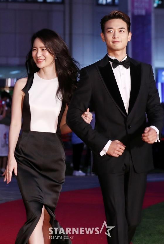 Thảm đỏ LHP Bucheon: Đọ sắc cùng loạt mỹ nhân vô danh khoe ngực, Goo Hye Sun  Lim Ji Yeon vẫn tỏa sáng ảnh 7