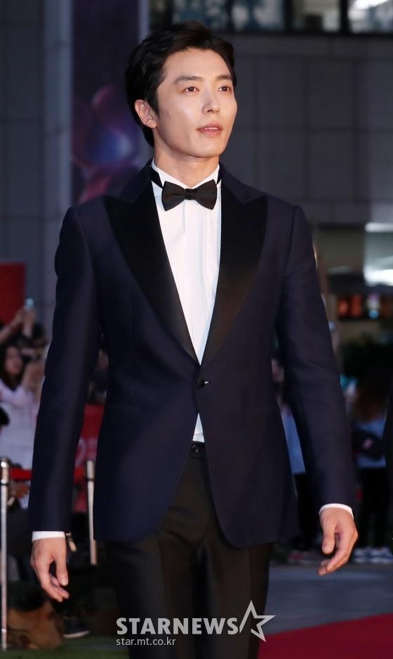 Thảm đỏ LHP Bucheon: Đọ sắc cùng loạt mỹ nhân vô danh khoe ngực, Goo Hye Sun  Lim Ji Yeon vẫn tỏa sáng ảnh 24