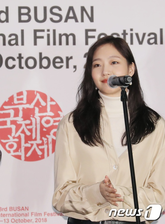 Vượt bão Kong-rey, Han Ji Min  Yoo Ah In, Joo Ji Hoon và Kim Go Eun gặp gỡ khán giả tại LHP Busan ngày 3 ảnh 11
