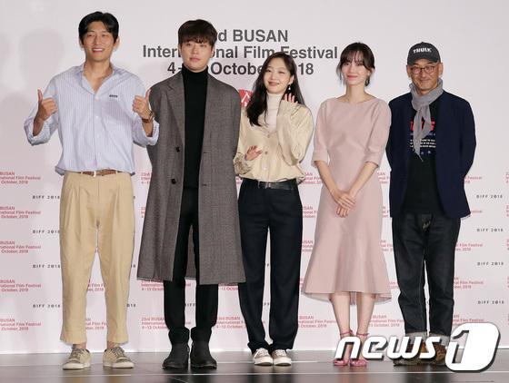 Vượt bão Kong-rey, Han Ji Min  Yoo Ah In, Joo Ji Hoon và Kim Go Eun gặp gỡ khán giả tại LHP Busan ngày 3 ảnh 12