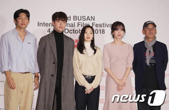 Vượt bão Kong-rey, Han Ji Min  Yoo Ah In, Joo Ji Hoon và Kim Go Eun gặp gỡ khán giả tại LHP Busan ngày 3 ảnh 13