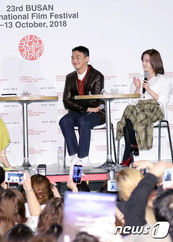 Vượt bão Kong-rey, Han Ji Min  Yoo Ah In, Joo Ji Hoon và Kim Go Eun gặp gỡ khán giả tại LHP Busan ngày 3 ảnh 29