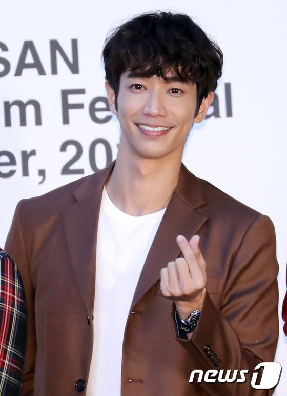Vượt bão Kong-rey, Han Ji Min  Yoo Ah In, Joo Ji Hoon và Kim Go Eun gặp gỡ khán giả tại LHP Busan ngày 3 ảnh 36
