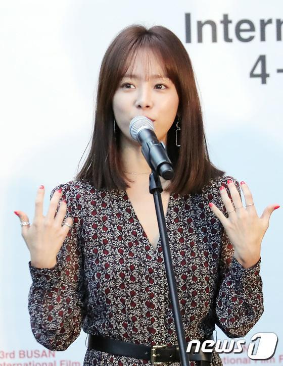 Vượt bão Kong-rey, Han Ji Min  Yoo Ah In, Joo Ji Hoon và Kim Go Eun gặp gỡ khán giả tại LHP Busan ngày 3 ảnh 2