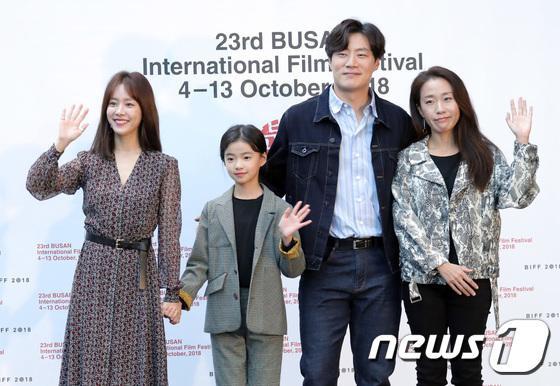 Vượt bão Kong-rey, Han Ji Min  Yoo Ah In, Joo Ji Hoon và Kim Go Eun gặp gỡ khán giả tại LHP Busan ngày 3 ảnh 5