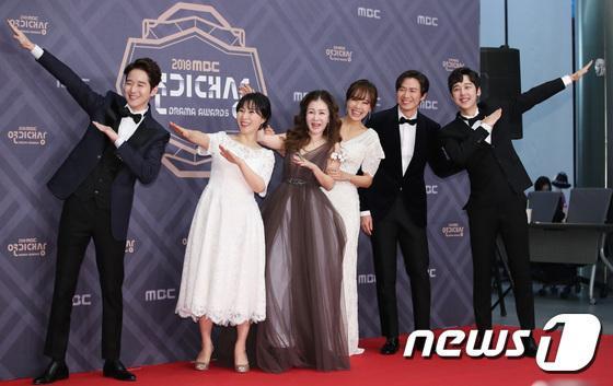 """Dàn diễn của """"My Healing Love"""": Im Kang Sun, Hwang Young Hee, So Yoo Jin, Park Jun Geun, Yeon Jung Hoon, Yoon Jung Hoon."""