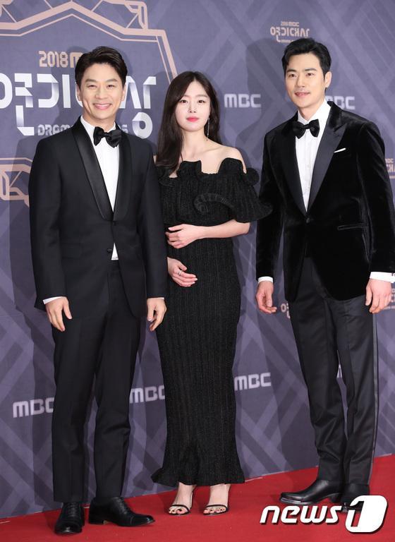 """Diễn viên """"Chồng tôi là Oh Jak Doo"""": Jung Sang Hoon, Han Sun Hwa và Kim Kang Woo."""