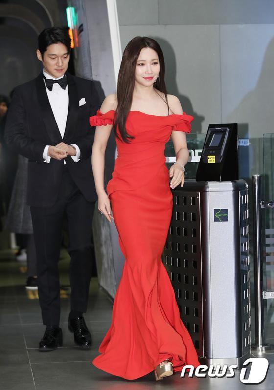 Lee Yoo Ri.