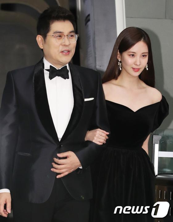 MC Kim Young Man và Seohyun.