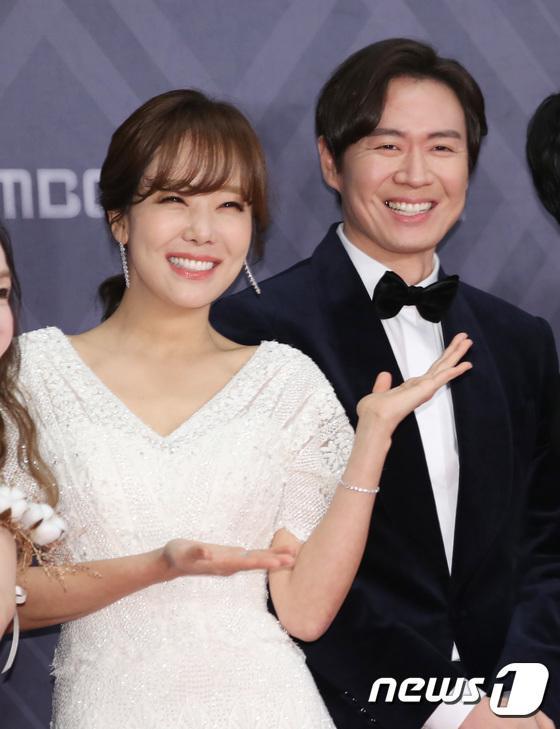 Diễn viên So Yoo Jin và ông xã của Han Ga In - Yeon Jung Hoon.