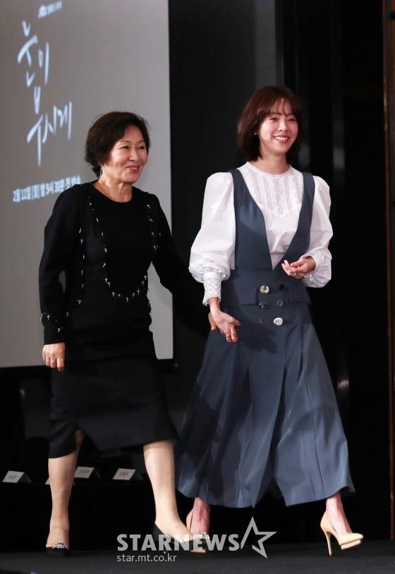 Lên sân khấu cùng nghệ sĩ gạo cội Kim Hye Ja.