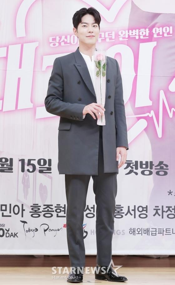 Họp báo Absolute Boyfriend: Yeo Jin Goo rạng rỡ, Minah (Girls Day)  Hong Jong Hyun thân mật quá mức ảnh 7