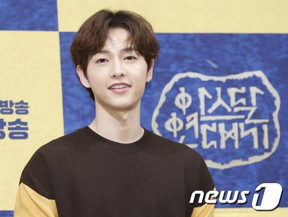 Bạn thân Song Hye Kyo  Song Joong Ki tiết lộ: Cân nhắc việc ly hôn từ đầu năm, họ đã khóc rất nhiều ảnh 1
