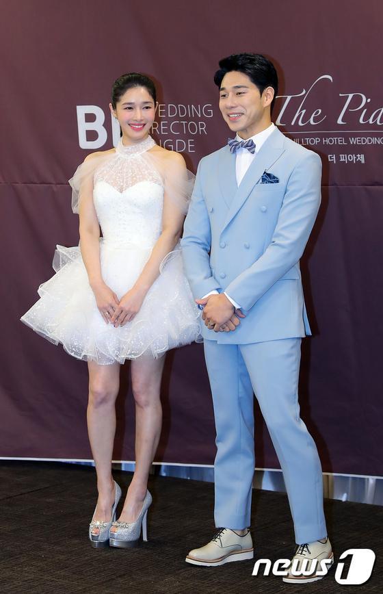 Lee Jun Ki  Song Jae Rim cùng sao Hàn dự đám cưới Sun Woo Sun và đạo diễn Goblin kém 11 tuổi ảnh 3