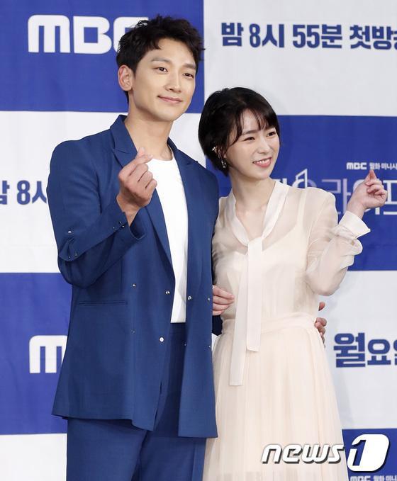 Bắn tim, Bi Rain ôm eo Lim Ji Yeon.