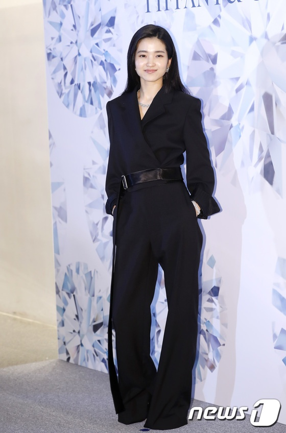 Nụ cười dịu dàng, phong cách trang nhã của Kim Tae Ri.