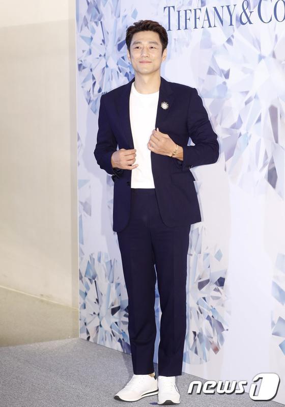 Diễn viên Ji Jin Hee lịch lãm.