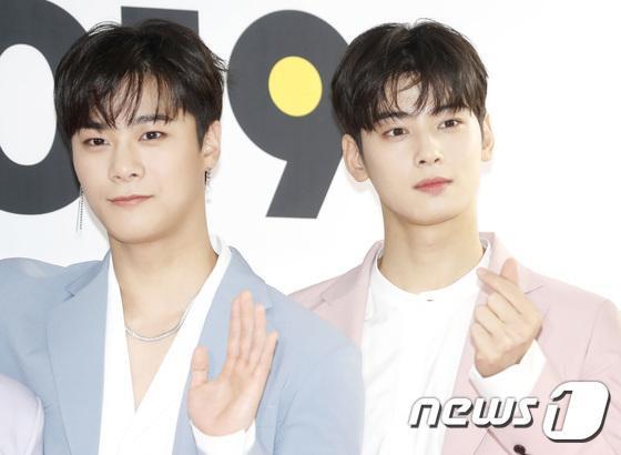 """Moon Bin hiện đang xuất hiện trong drama học đường """"Khoảnh khắc tuổi 18"""" cùng Ong Seong Woo."""